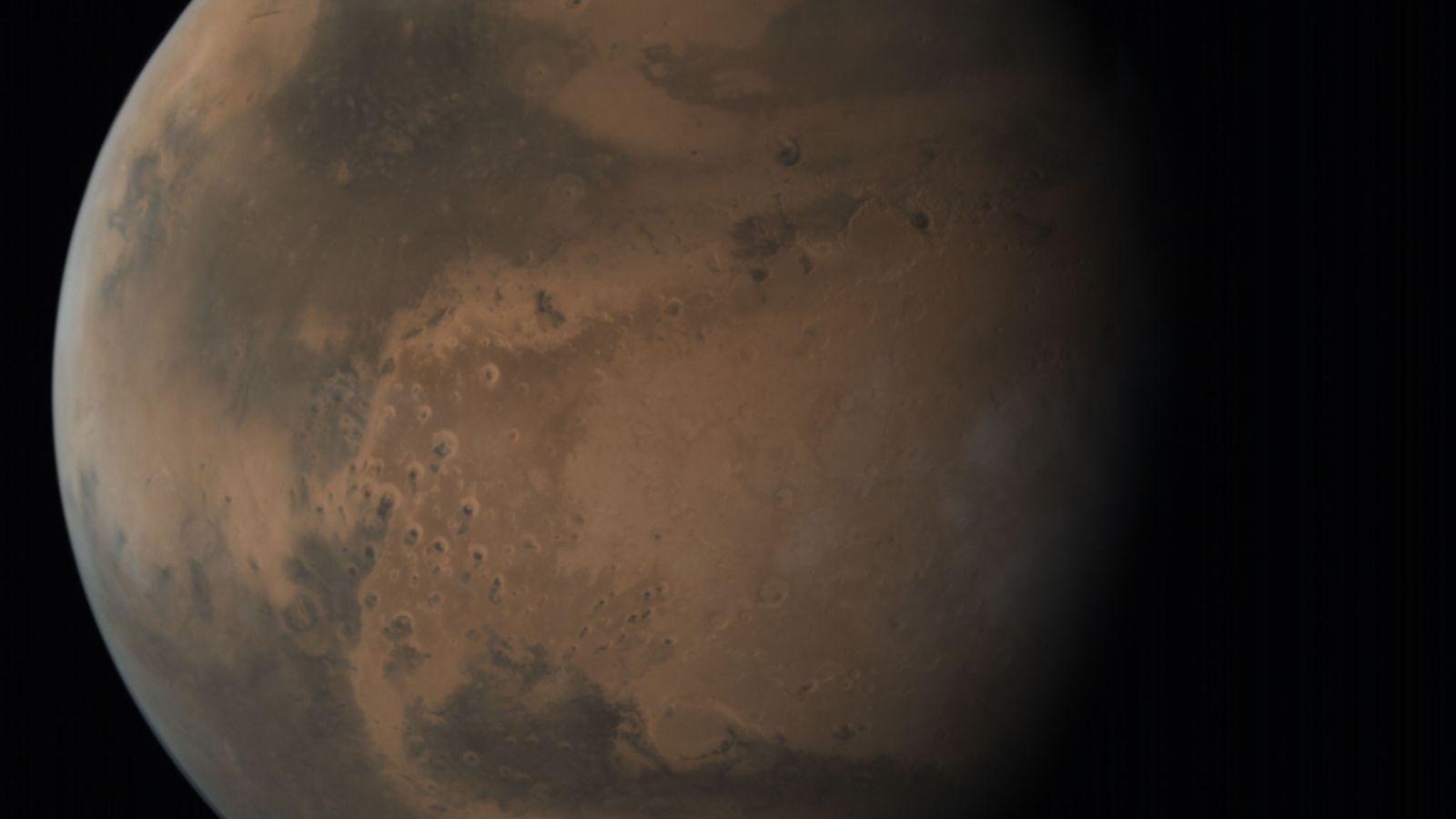 Cette vue d'ensemble en haute-résolution incroyablement détaillée de Mars a été prise par la sonde Mangalyaan. ...