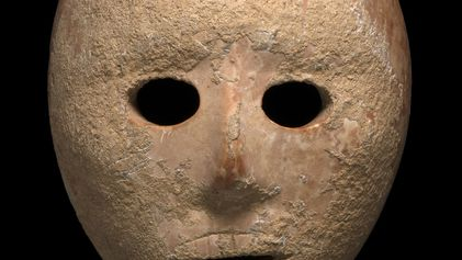 Pourquoi la découverte de ce masque néolithique vieux de 9 000 ans interroge les archéologues