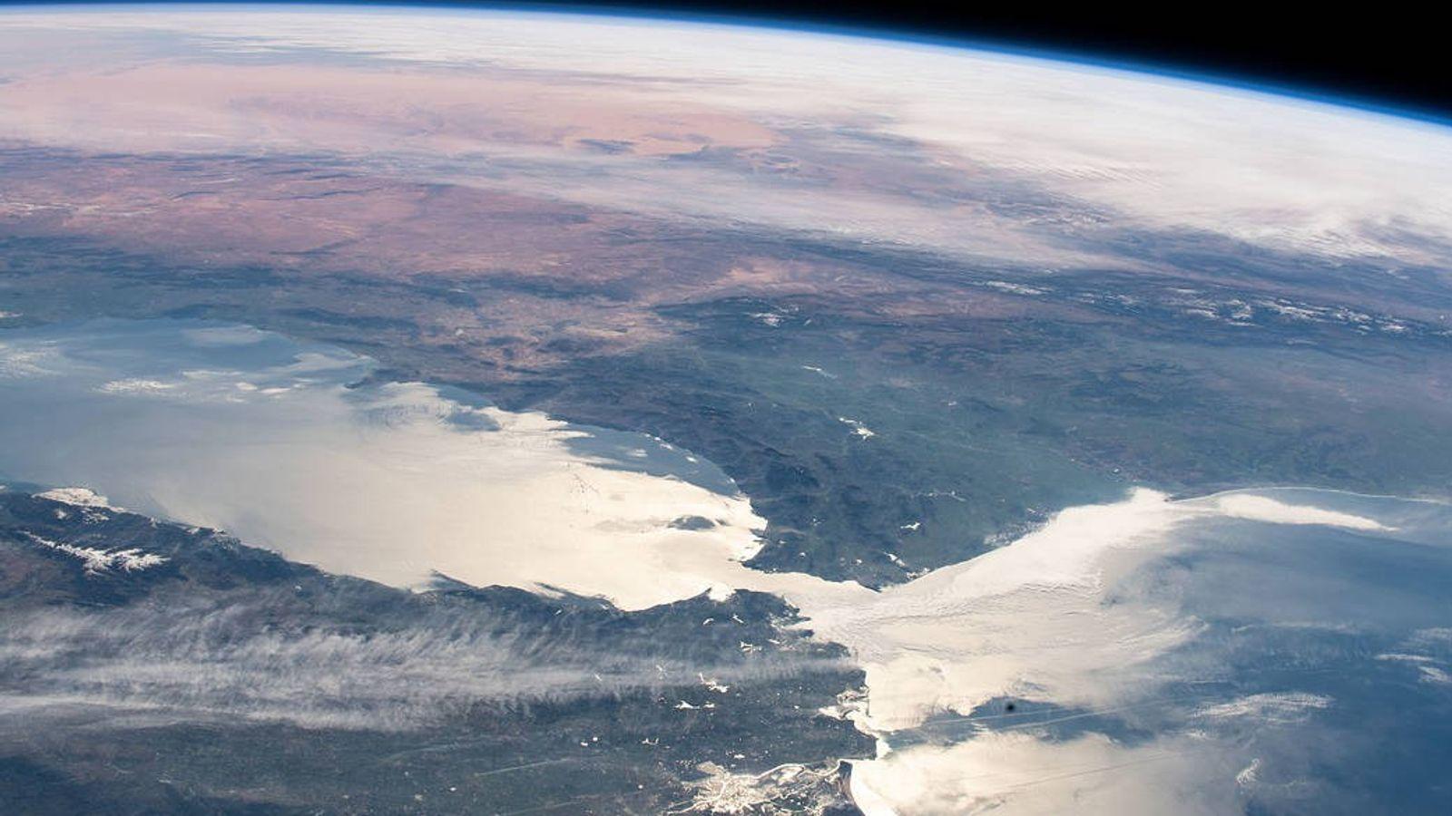 Le lien entre la Méditerranée et les océans du monde se limite à un passage maritime ...