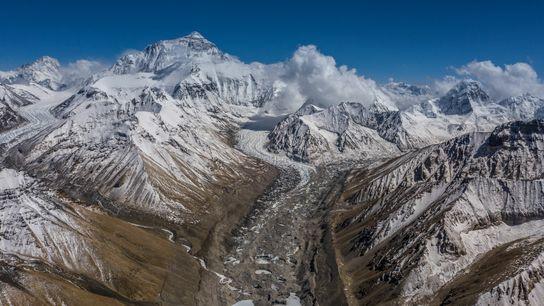 Vue depuis le camp de base nord de l'Everest sur le glacier du Rongbuk.