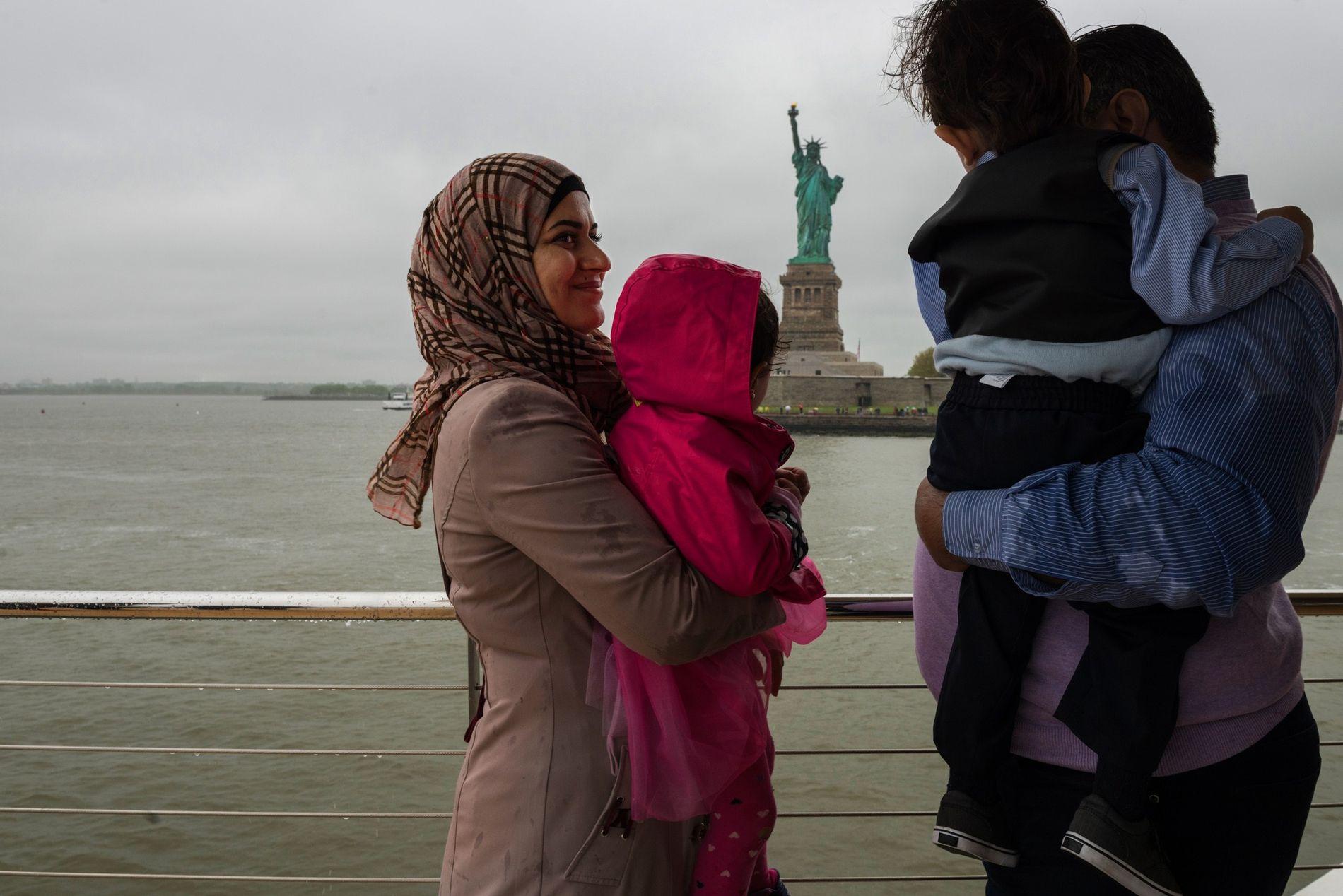 Une famille de réfugiés syriens visite avec Real New York des monuments de la ville de ...