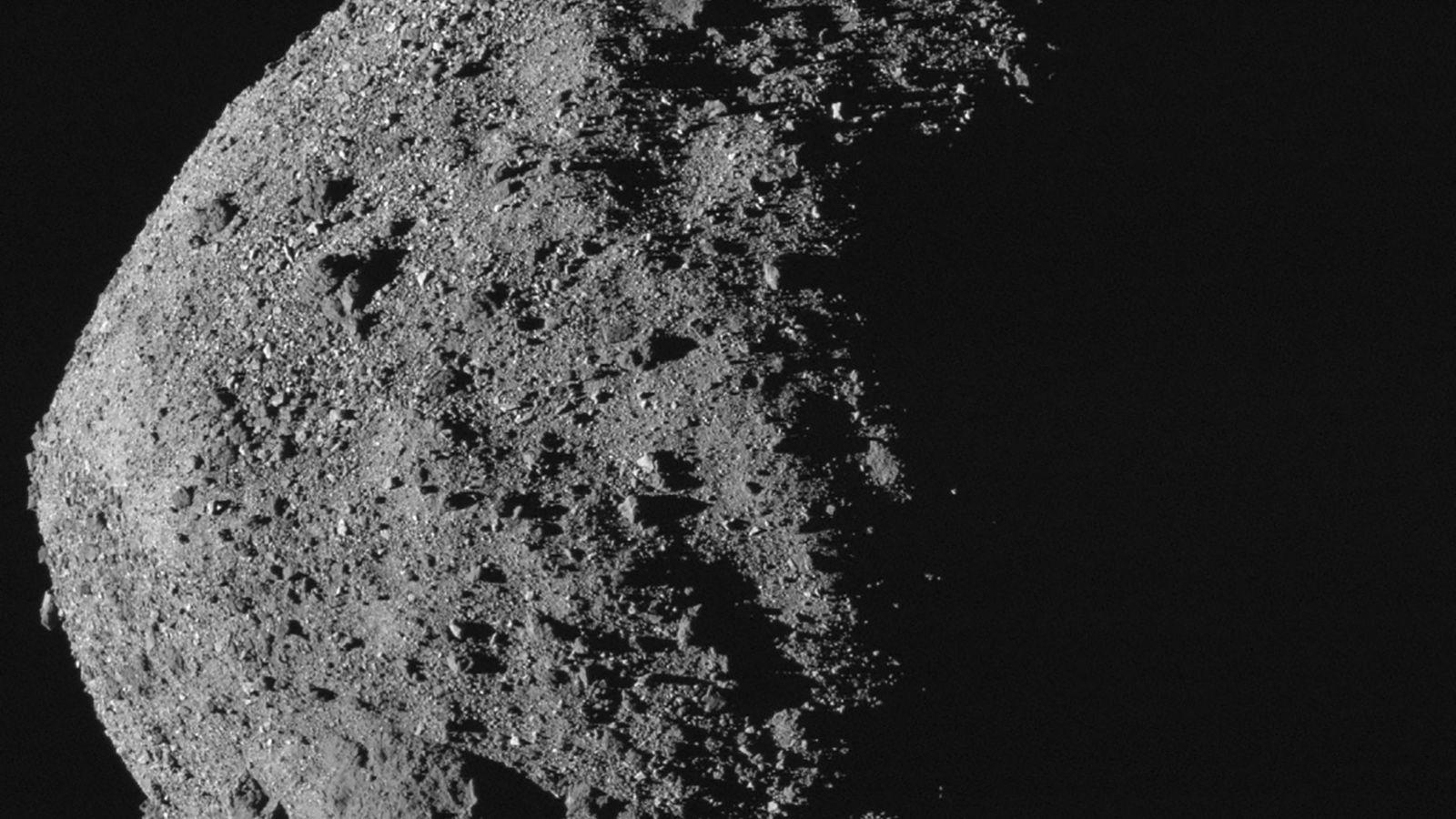 Bénou est un astéroïde géocroiseur légèrement plus grand et plus large que l'Empire State Building. Parmi ...