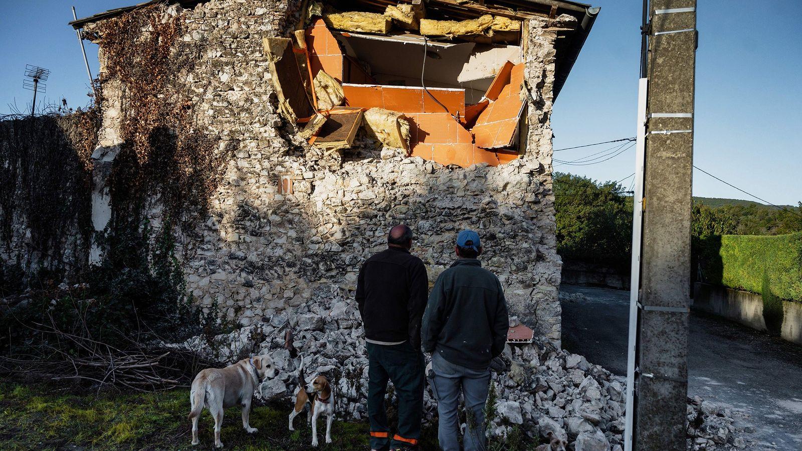Le 11 novembre, un séisme de magnitude 4,8 a frappé le sud-est de la France, endommageant ...