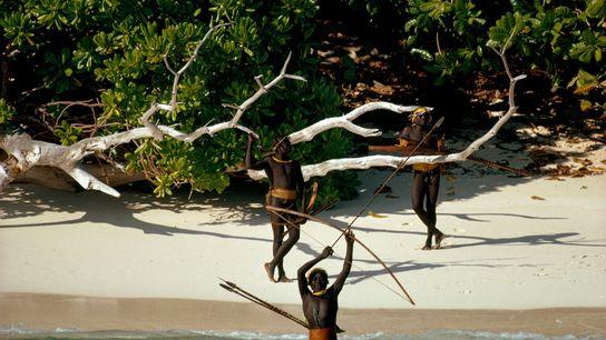 La tribu des Sentinelles, qui vit sur l'île de North Sentinel dans l'archipel Andaman, est récalcitrante ...