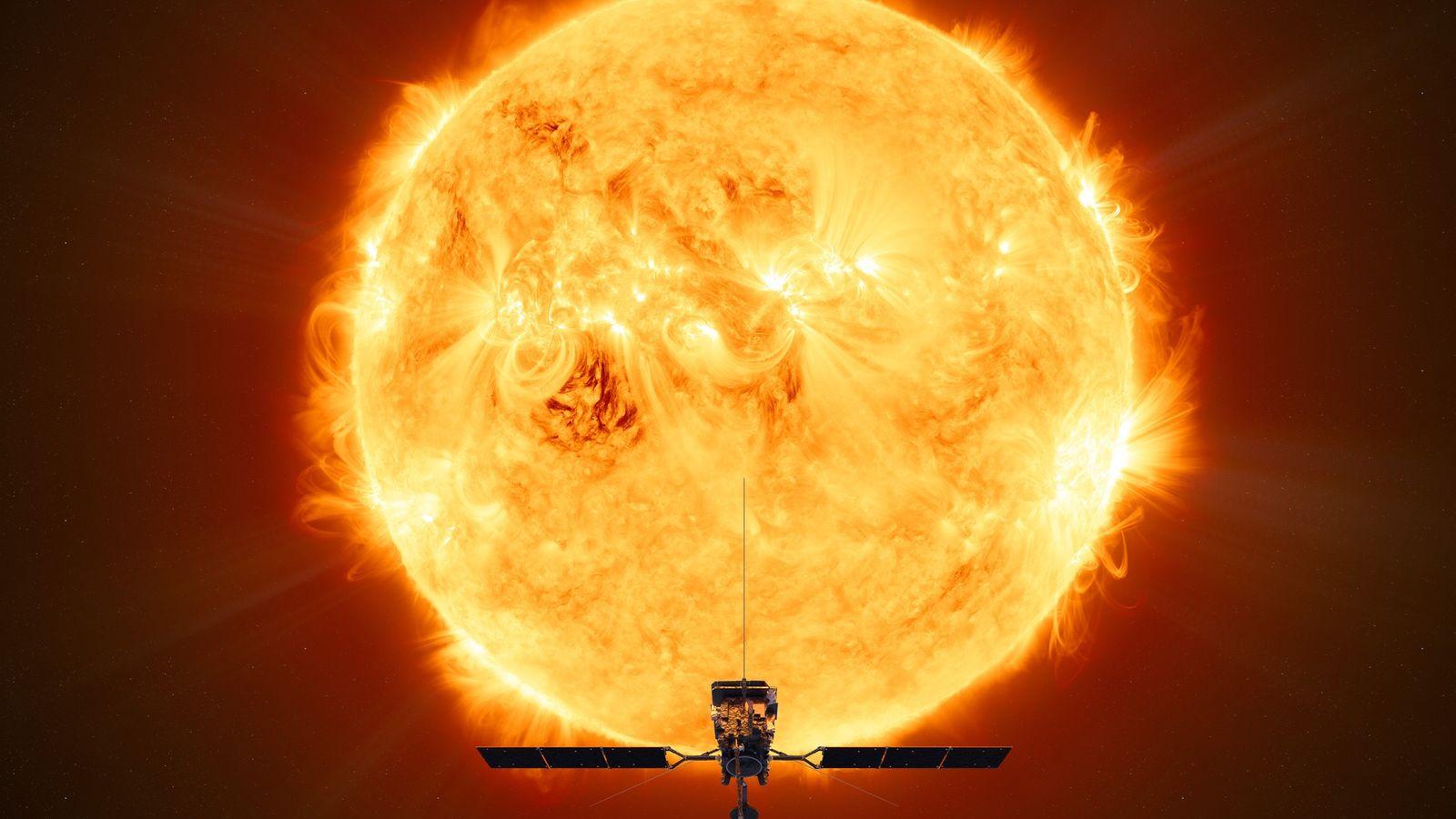 Cette illustration représente le passage de la sonde Solar Orbiter de l'Agence spatiale européenne au plus ...
