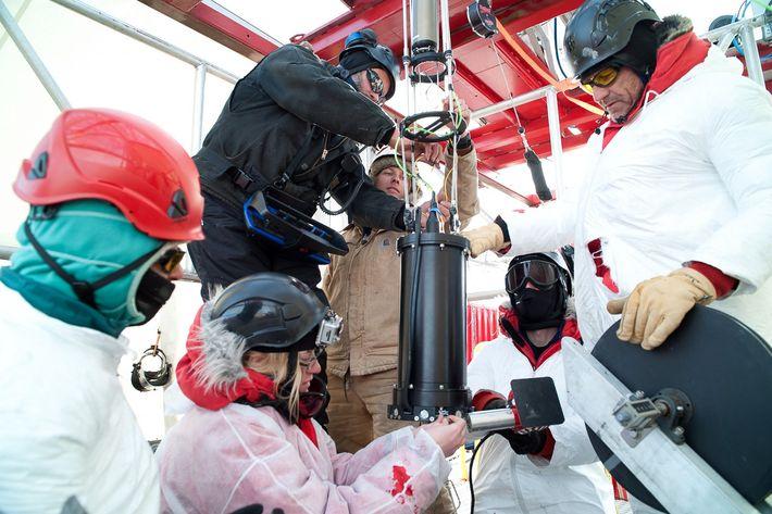 En 2013, des scientifiques ont réalisé des forages dans un lac sous-glaciaire situé sous l'inlandsis Ouest-Antarctique. ...