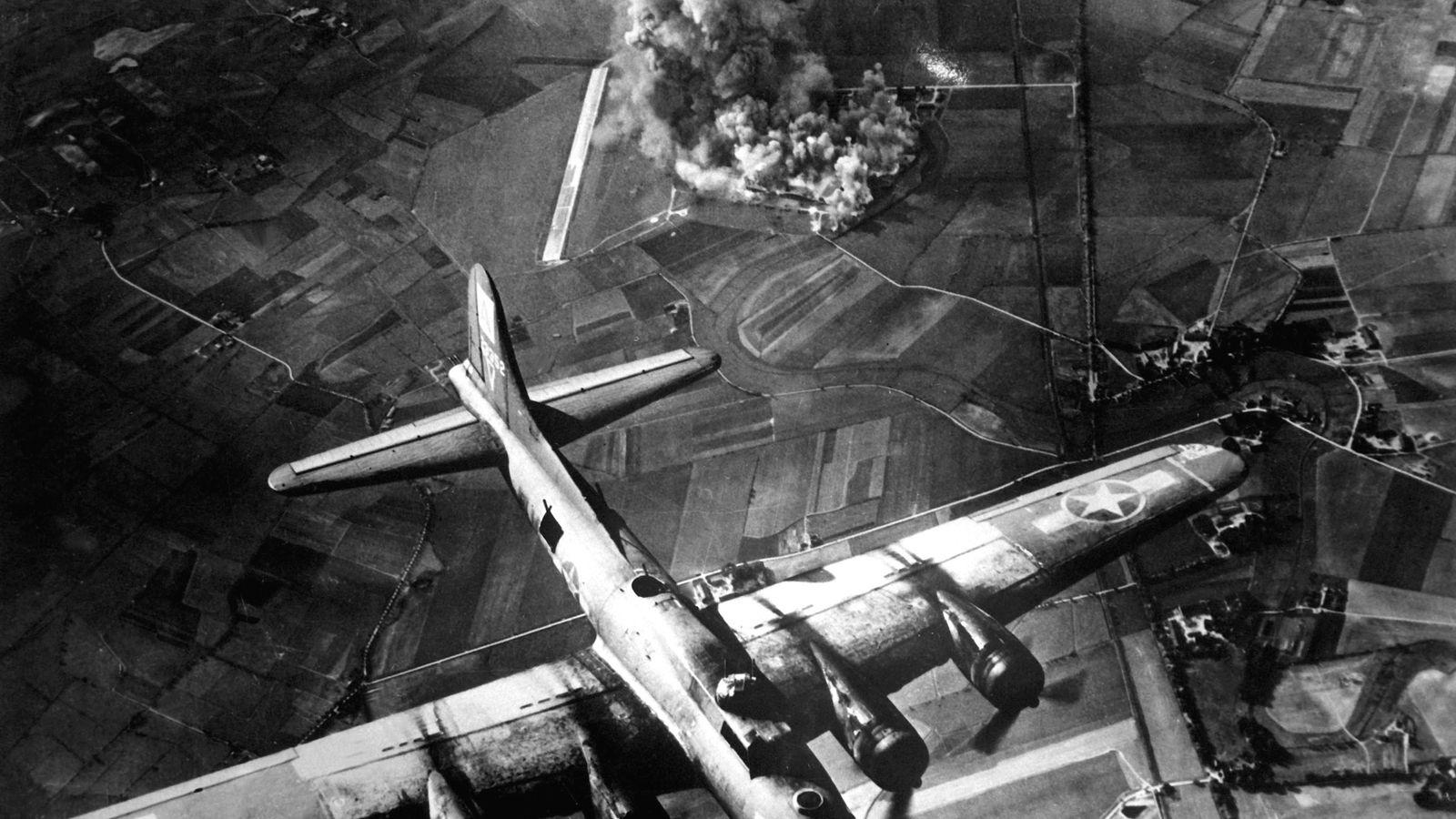 Les explosions causées par les bombardements alliés ont eu un impact sur plus de 160km de ...