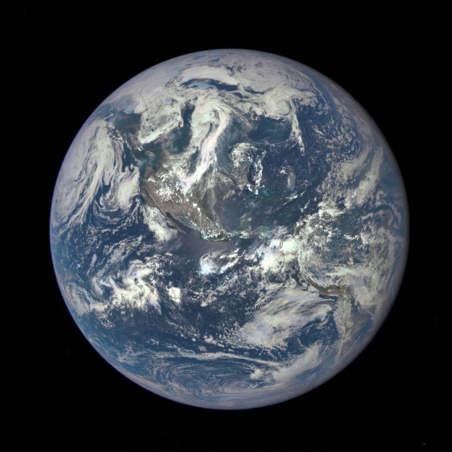 Cet été, le satellite DSCOVR a pris la première photo depuis 44 ans montrant l'intégralité du ...