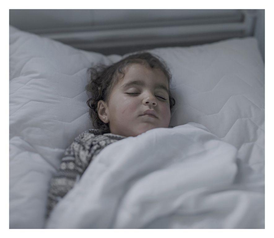 C'est le troisième jour d'Iman dans son lit d'hôpital. Habituellement joyeuse et turbulente, cette petite fille ...