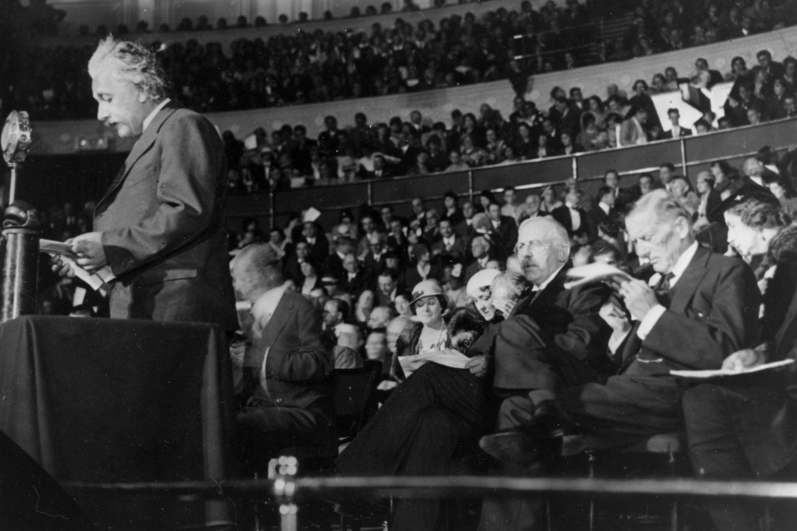 Le FBI garderait un fichier de plus de 1 400 pages sur Einstein