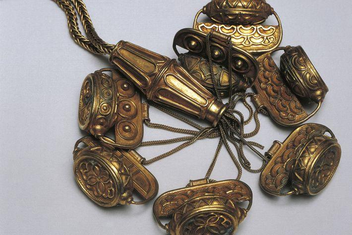 Certains chercheurs pensent que ce collier, artefact du trésor d'El Carambolo, pourrait être d'origine chypriote.