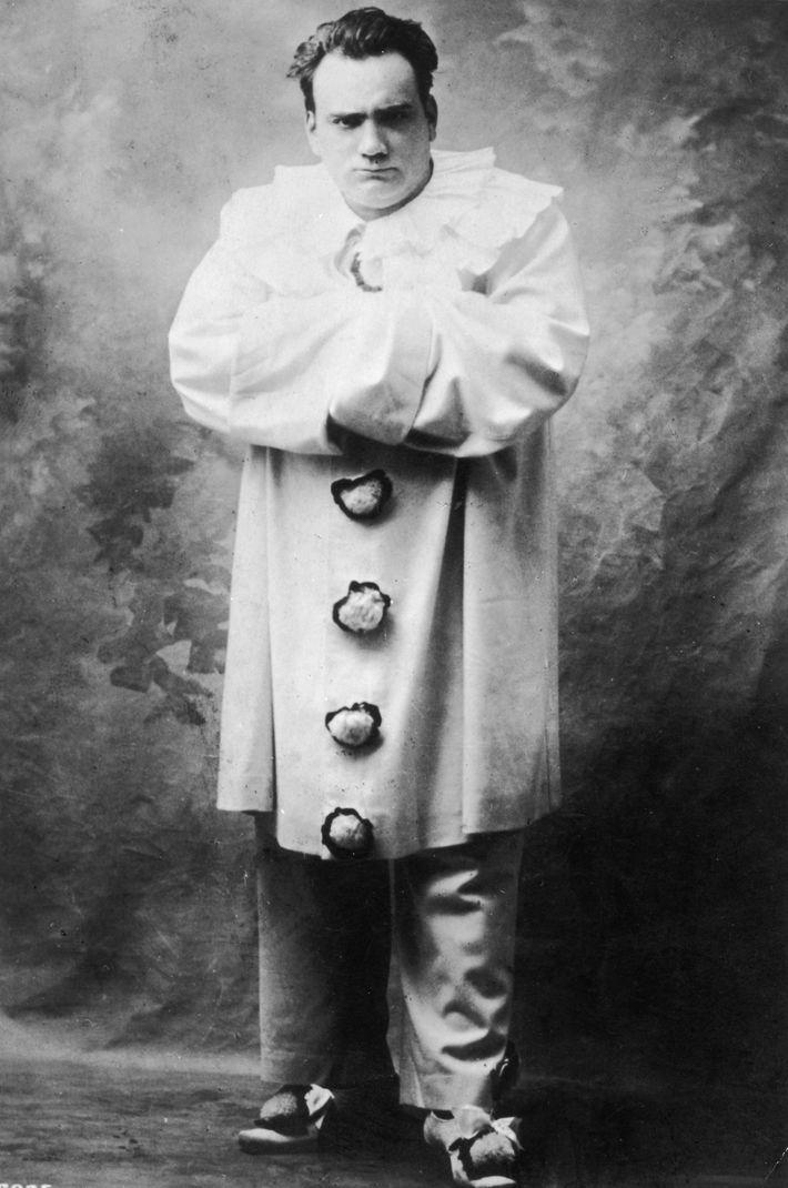 L'opéra Pagliacci a pour la première fois mis en scène un clown meurtrier en 1892, et la ...