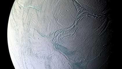 Des molécules organiques détectées dans les geysers d'Encelade, la lune de Saturne