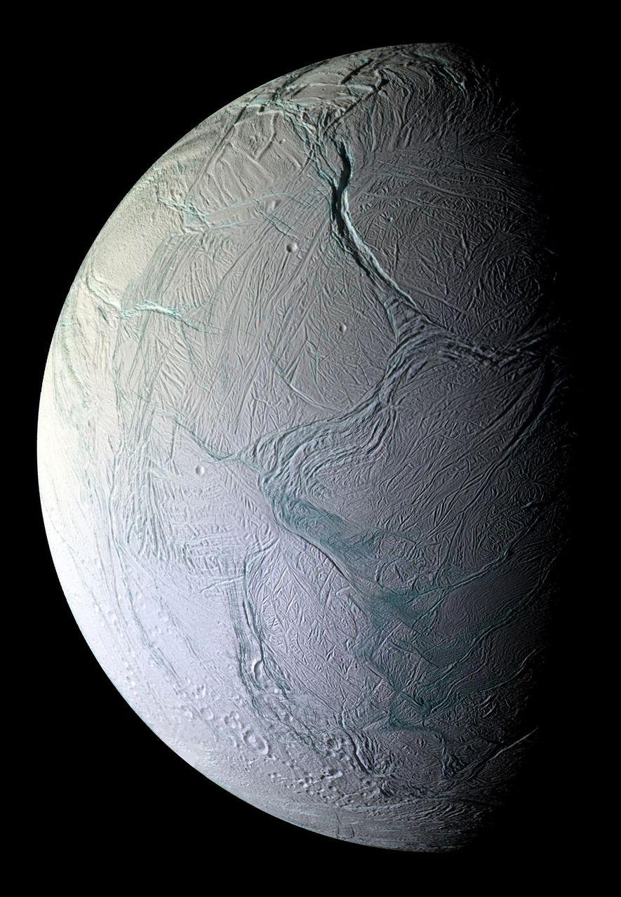 Cassini a capturé des images rapprochées d'Enceladus qui non seulement aide les astronomes à comprendre ses ...