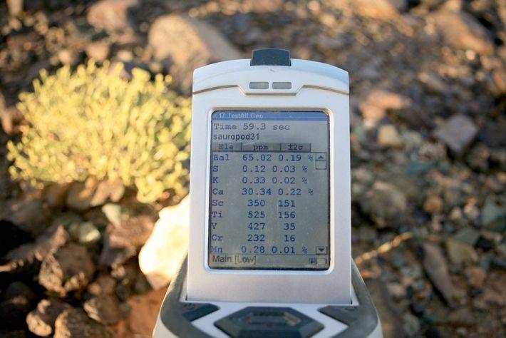 Le scanner portable apporte des informations quasi instantanées relatives à la composition élémentaire des roches.