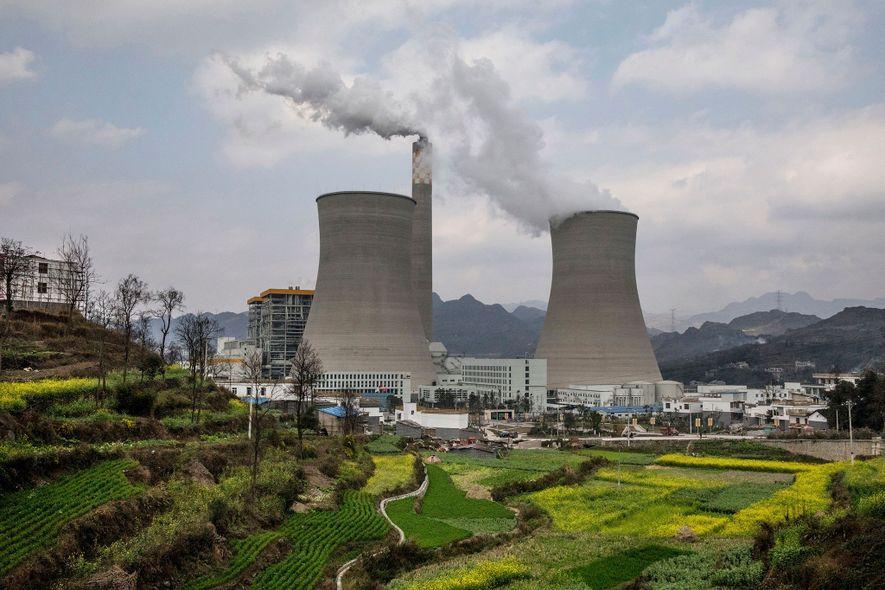 Ces centrales électriques au charbon dans la province de Guizhou est une des plus récentes centrales chinoises. Le pays est le plus gros émetteur de CO2 au monde, mais aussi le premier investisseur dans les énergies renouvelables.
