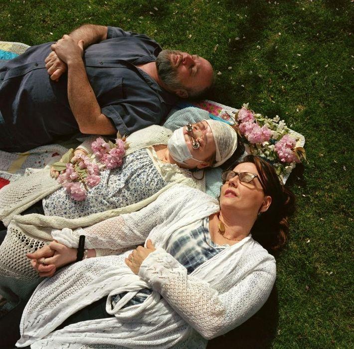 Par une journée de printemps ensoleillée, Katie et ses parents, Robb et Alesia Stubblefield, s'adonnent à ...