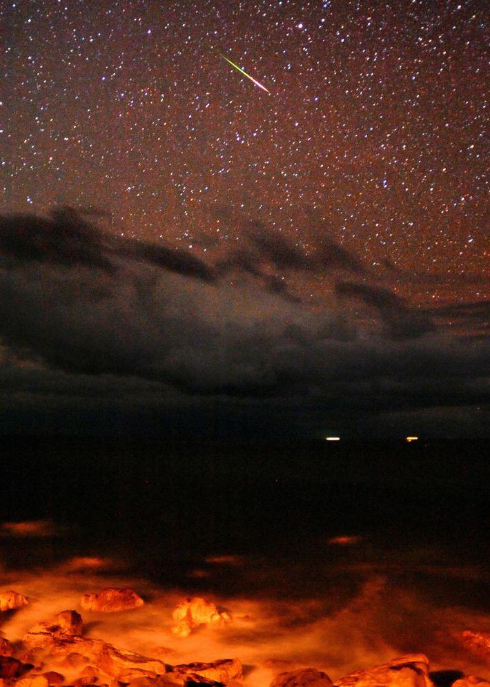 Les Léonides enflamment le ciel de Kochi, au Japon, en 2009.