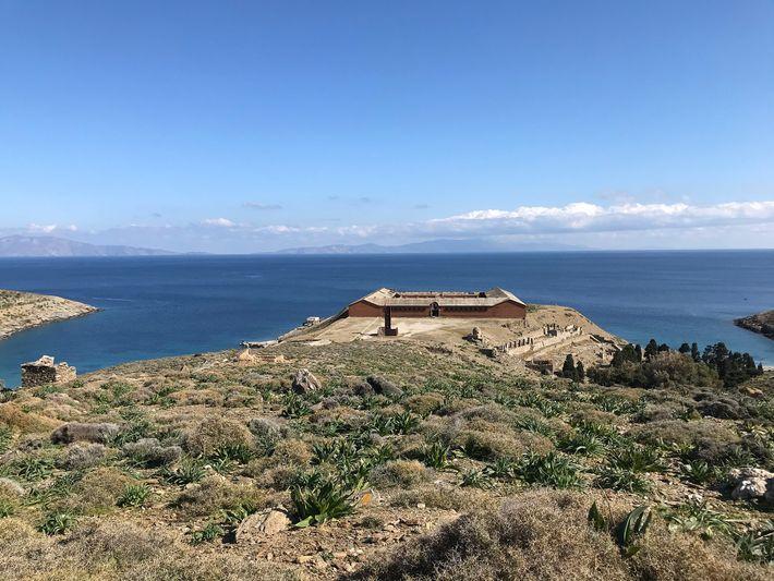 Les ruines de la prison où étaient autrefois enfermés les prisonniers politiques, sur Gyaros.