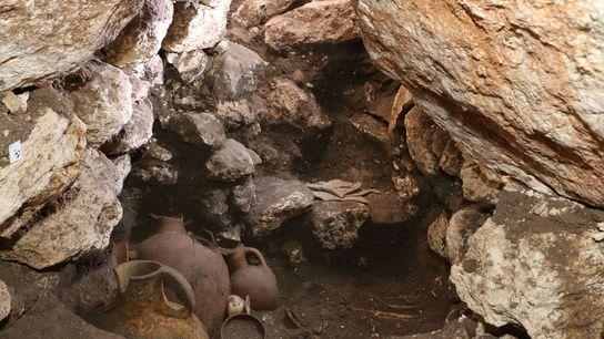 Les archéologues étaient sous le choc lorsqu'ils ont découvert la tombe, intacte depuis 3 600 ans ...