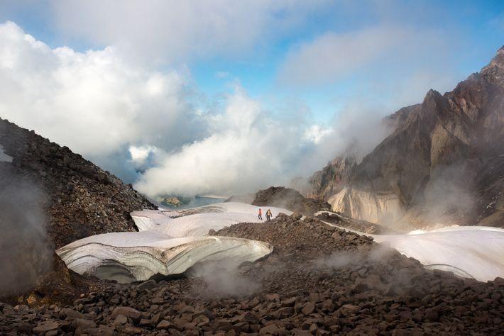 Entre 2004 et 2008, le volcan est de nouveau entré en éruption, ajoutant de nouvelles roches ...