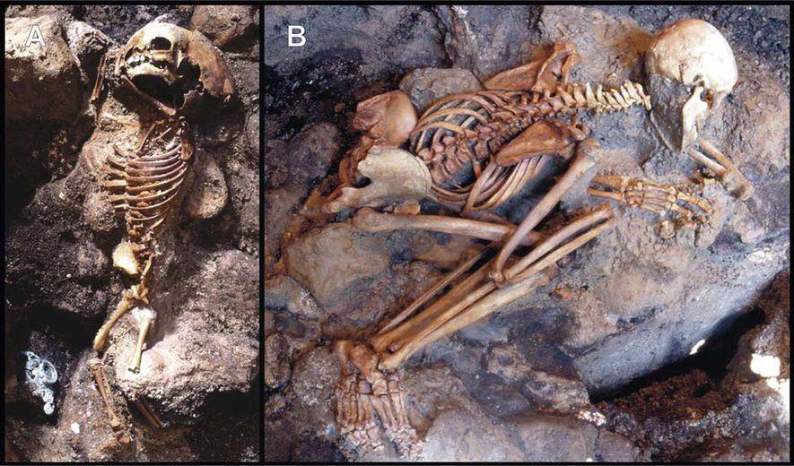 Les restes d'un enfant et d'un jeune adulte ont été mis au jour sous une épaisse couche de cendres à Herculanum.