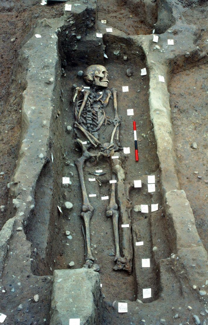 D'autres excavations, comme celles-ci en 1986, ont révélé les restes de près de 300 personnes sur ...