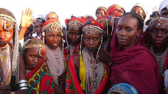 Hindou Oumarou Ibrahim (àdroite) pense que les Peuls duTchad peuvent contribuer à laprotection de l'environnement.