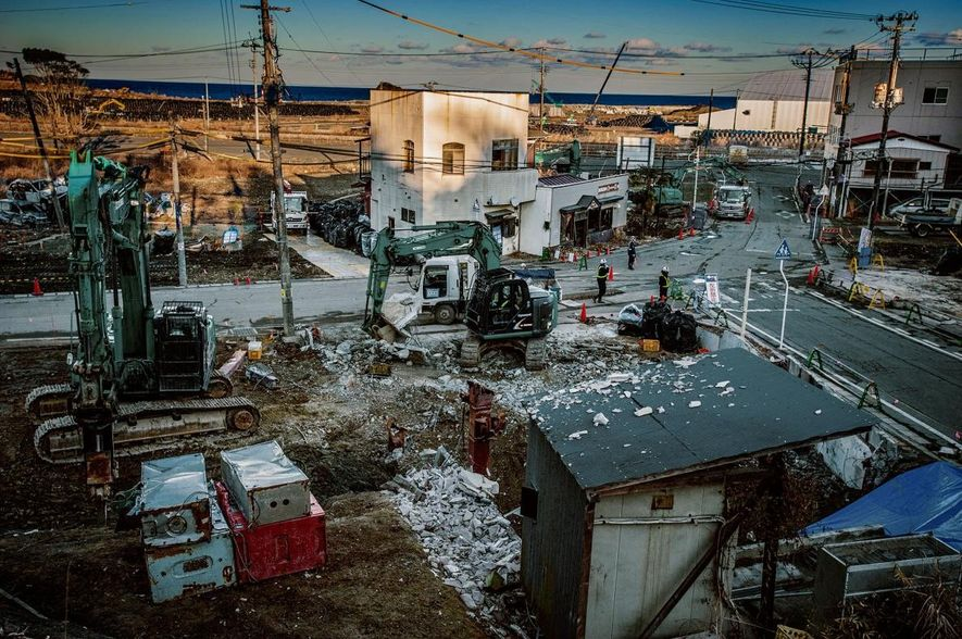Une installation temporaire de stockage des déchets nucléaires à Iitate-mura, une ville où les résidents ont ...
