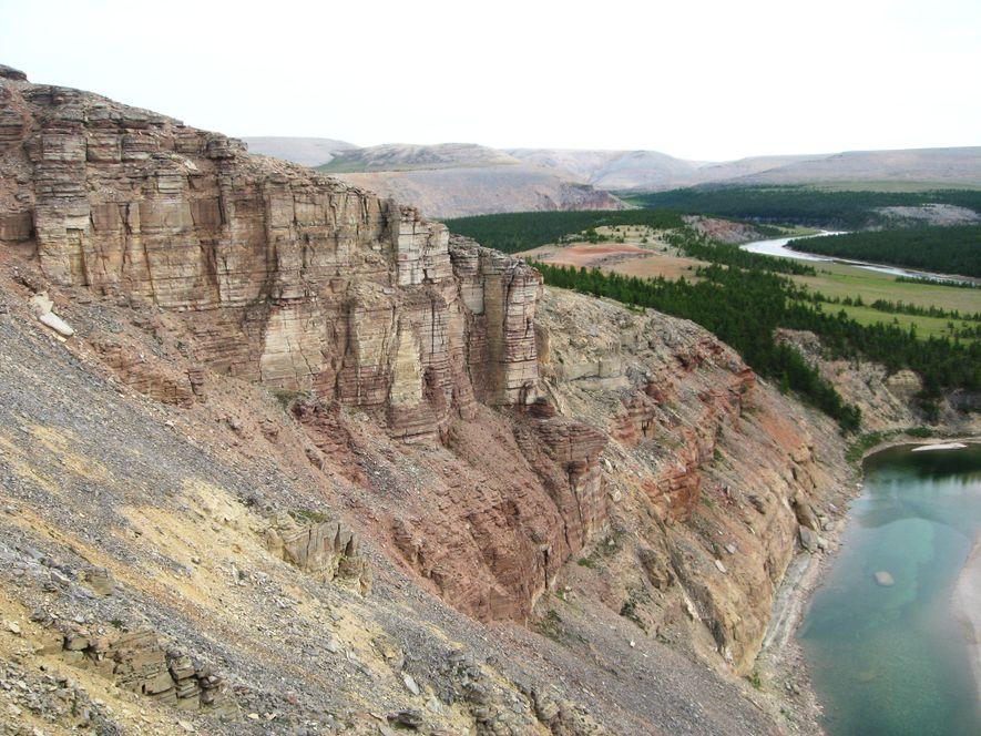 Les scientifiques ont prélevé des échantillons de roche sur les falaises de la section dite de ...