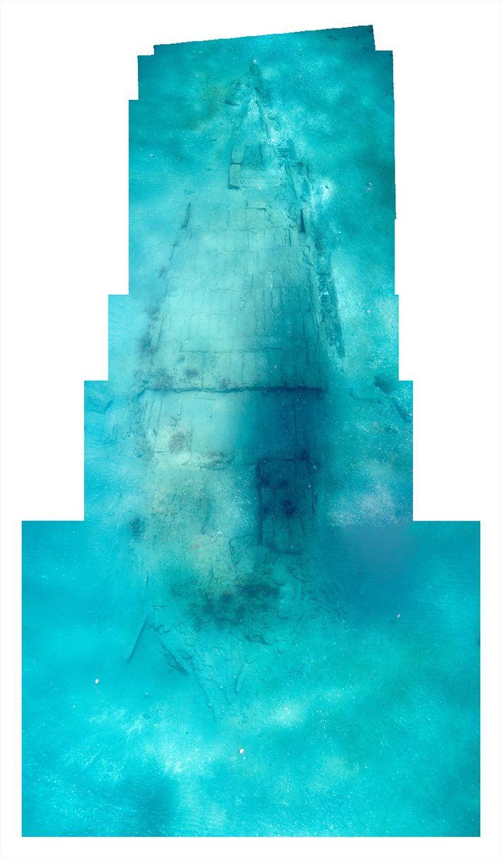 Une image constituée de plusieurs photographies montre la coque de l'Encarnación, qui repose à 10 mètres ...