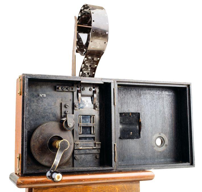 Le Cinématographe, dont le brevet a été déposé par les frères Lumière en 1895.