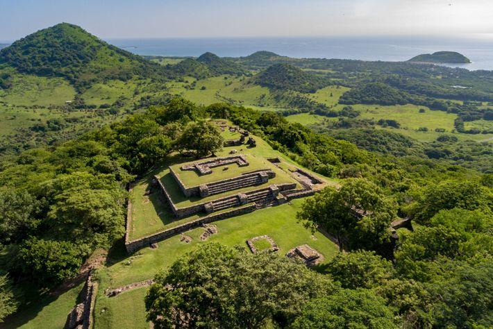 Les ruines de Quiahuiztlan surplombent la baie où Cortés a fondé Villa Rica de la Vera ...