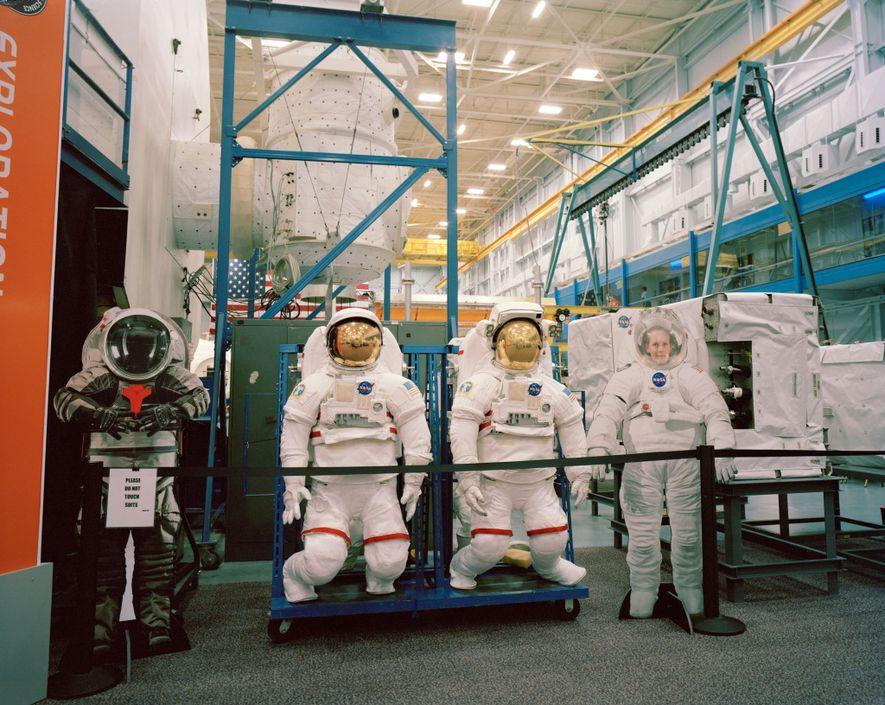 L'entrepôt des maquettes de véhicules spatiaux du Centre spatial Johnson, situé à Houston, au Texas, abrite ...