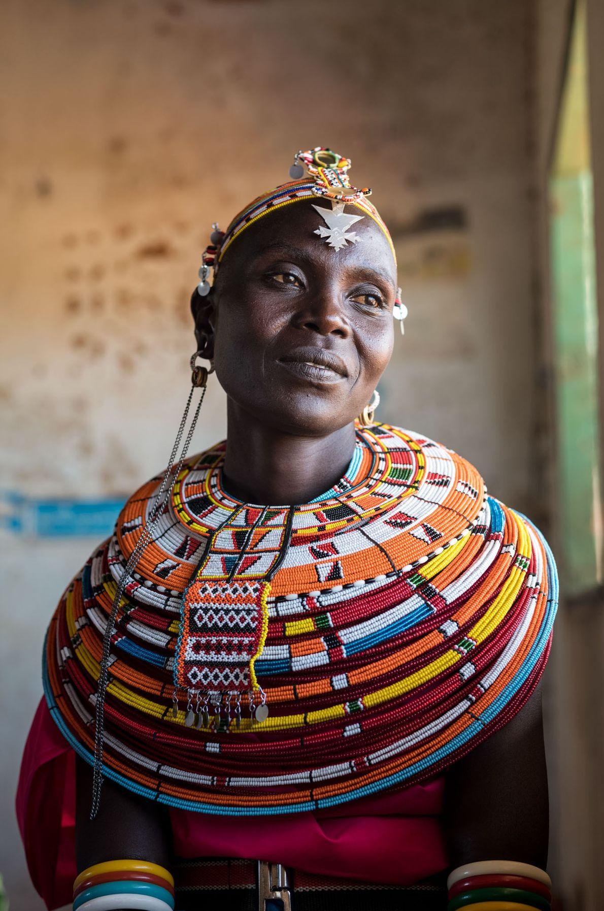 Les femmes Samburu portent leur tenue traditionnelle pour exprimer leur fierté d'aller à l'école et d'être ...