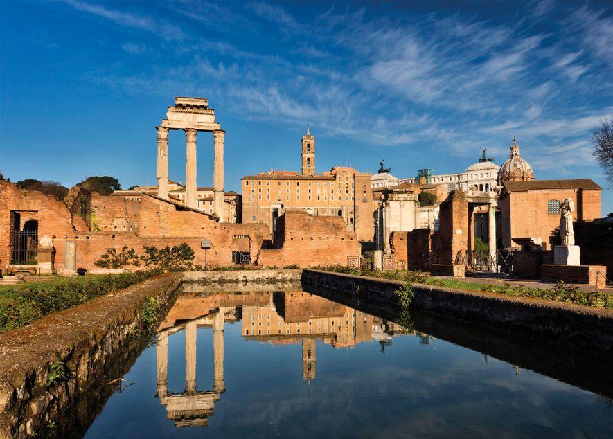 Les vestiges de l'Atrium Vestae se trouvent sur le Forum romain. La piscine rectangulaire faisait partie ...