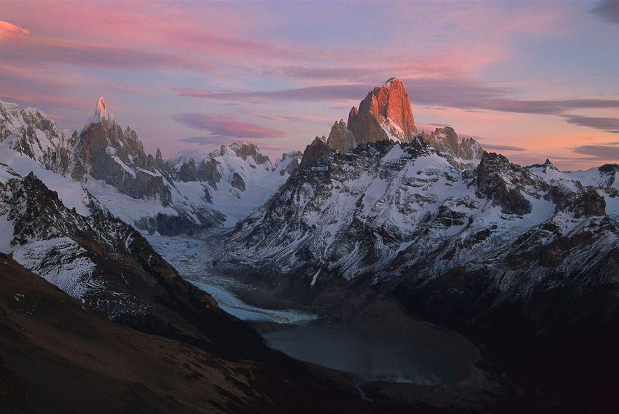 La traversée du Fitz Roy en Patagonie, qui requiert à la fois technique et équipement adapté, ...