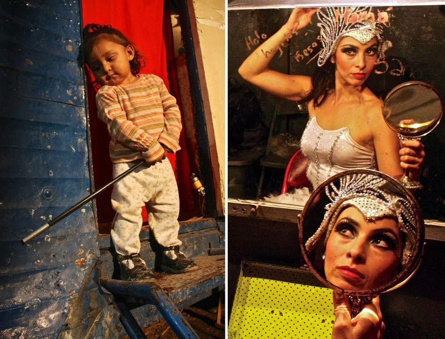 À gauche : Lluvia, la fille du dompteur, joue avec une baguette magique. À droite : ...