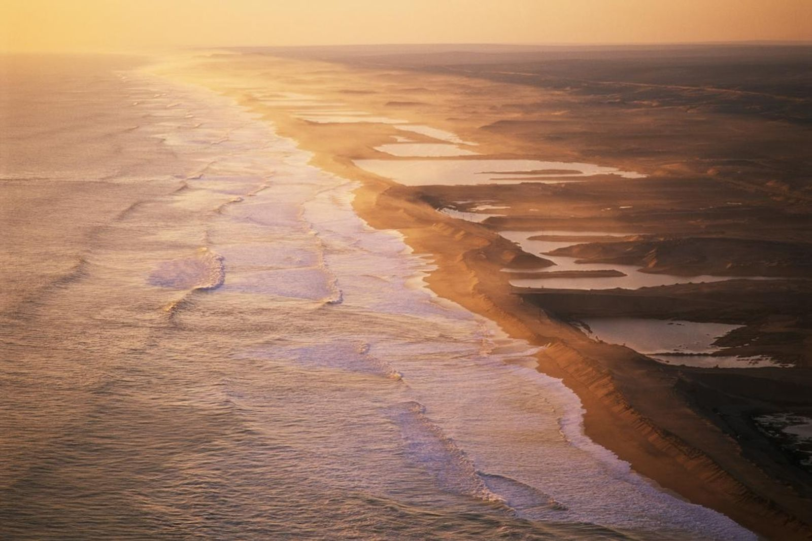 Nombreux sont ceux qui ont parcouru la côte namibienne à la recherche de diamants, triant les ...