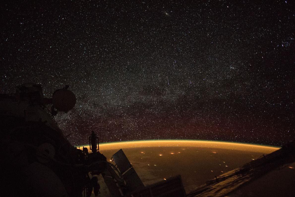 Le 7 octobre, la Station spatiale internationale gravitait à environ 256 km au-dessus de l'Australie méridionale ...