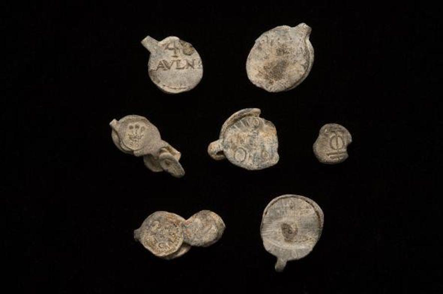 Joints provenant du navire l'Encarnación. Ces joints étaient traditionnellement utilisés pour fixer des boulons de tissu.