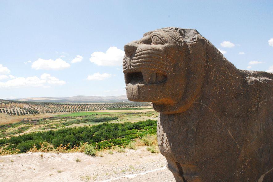 Le temple Aïn Dara gardé par des lions en basalte.