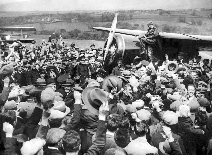 En 1932, Amelia Earhart traverse l'Atlantique en solitaire et devient la seconde personne à réaliser cette ...