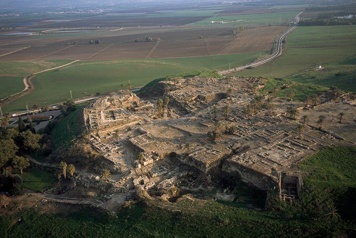 Situé dans ce qui est maintenant le nord d'Israël, Tel Megiddo est également connu sous son ...