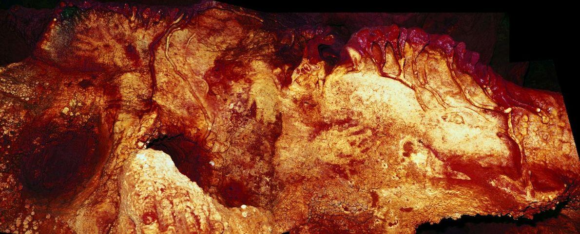 Sur le mur d'une grotte, en Espagne, des empreintes de mains ont été datées d'au moins ...