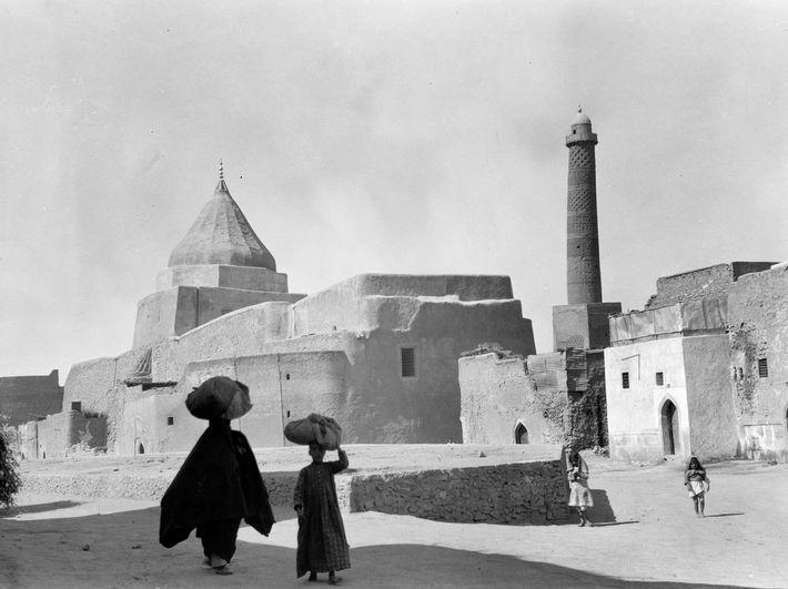 Cette photo datant de 1933 montre le minaret de la ville de Mossoul. Construit en 1172, ...