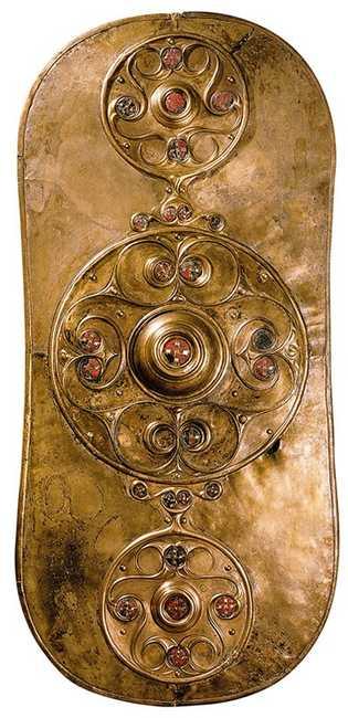 Trouvé dans la Tamise en 1857, un bouclier en cuivre daté de 350 à 50 avant ...