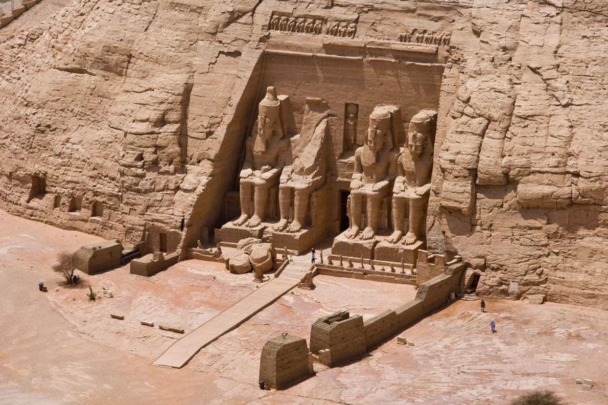 Le temple colossal de Ramsès II a été taillé dans une falaise sur ordre du pharaon. ...