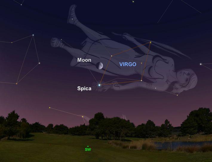 Également le 9 juillet, cherchez du regard la lune gibbeuse croissante au-dessus de l'étoile bleue Spica.