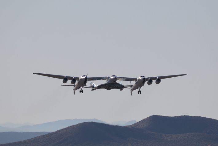 Virgin Galactic atteint l'espace en envoyant dans un premier temps le véhicule SpaceShipTwo arrimé à un ...